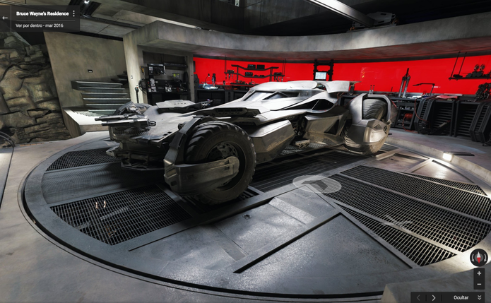 Garagem na Caverna do Batman revela batmóvel e oficina tecnológica do herói (Foto: Divulgação/Google)
