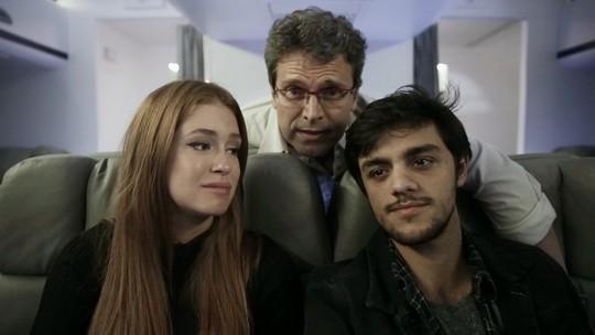 Marina Ruy Barbosa e Felipe Simas se emocionam