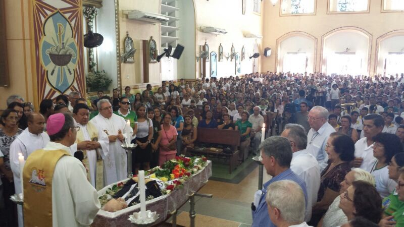 Missa de corpo presente lotou a igreja matriz de Santarém (Foto: Weldon Luciano/G1)