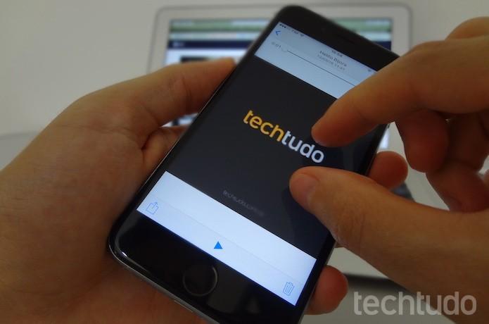 Use o gesto de pinça para dar zoom em vídeos (Foto: Helito Bijora/TechTudo)