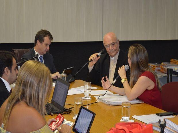 Dom Palmeira Lessa foi a primeira testemunha de defesa a ser ouvida (Foto: Tássio Andrade/G1)