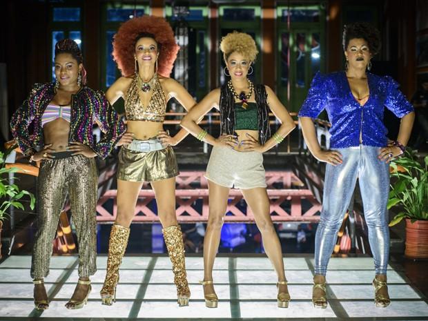 As quatro protagonistas posam durante as gravações do clipe (Foto: Alex Carvalho/TV Globo)