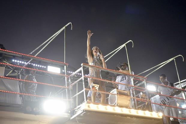 Claudia Leitte em cima do trio elétrico (Foto:  Joilson César / EGO)