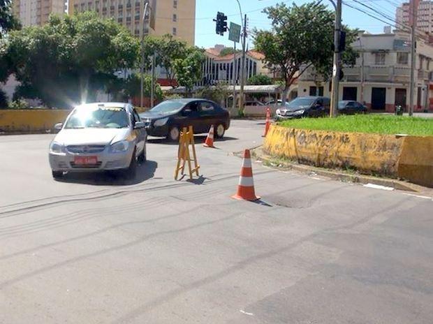Trecho da Avenida Armando de Salles Oliveira interditado em Piracicaba (Foto: Edijan Del Santo/EPTV)