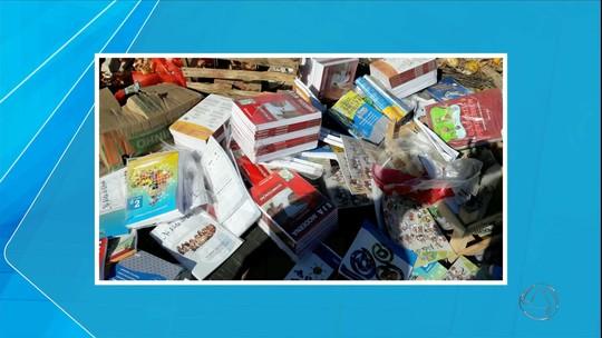 Livros didáticos são descartados em lixão de Corumbá, MS