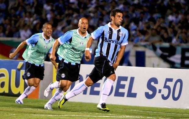 André Lima comemora gol do Grêmio contra a Ponte Preta (Foto: Lucas Uebel / Site Oficial do Grêmio)