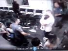 Vídeo mostra policiais salvando bebê de engasgamento em delegacia