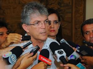 Governador Ricardo Coutinho fala do combate ao Aedes aegypti (Foto: José Marques/DIvulgação)