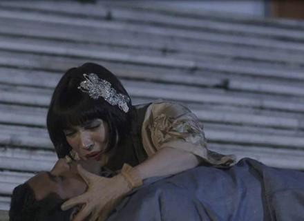 Edgar leva um tiro e deixa Olímpia aflita em 'Tempo de Amar'