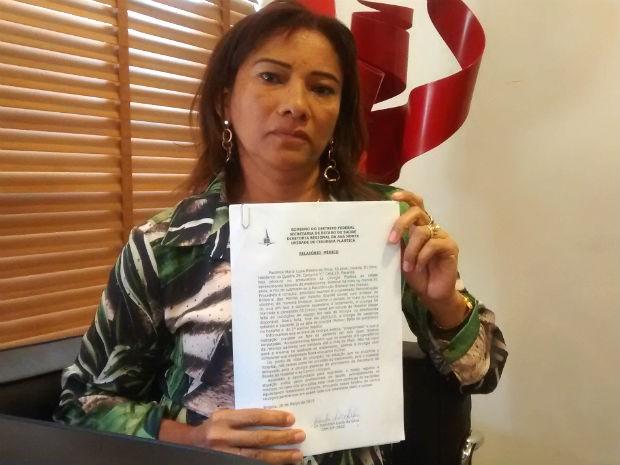 Cabelereira Maria Luzia Ribeiro, 45 anos, tenta uma cirurgia reparadora na rede pública do DF (Foto: Mara Alem/TV Globo)