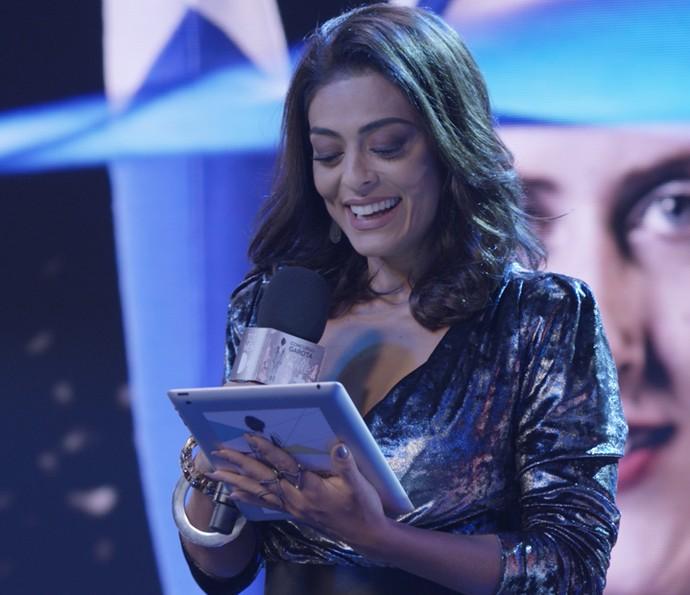 Carolina anuncia as finalistas (Foto: TV Globo)