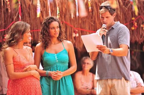 Grazi (de barriga falsa) e Débora Nascimentos são dirigidas por Leonardo Nogueira (Foto: João Miguel Júnior/TV Globo)