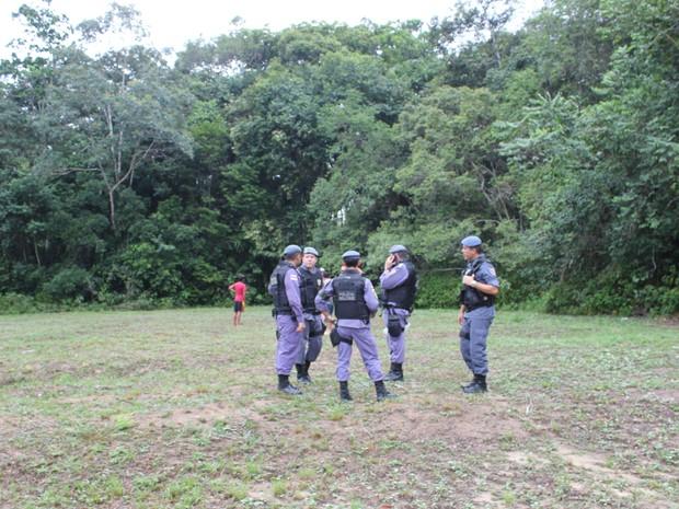 Policiais fazem busca pelos adolescentes em vários pontos da Reserva Adolpho Ducke (Foto: Rosianne Couto/ G1 Amazonas)