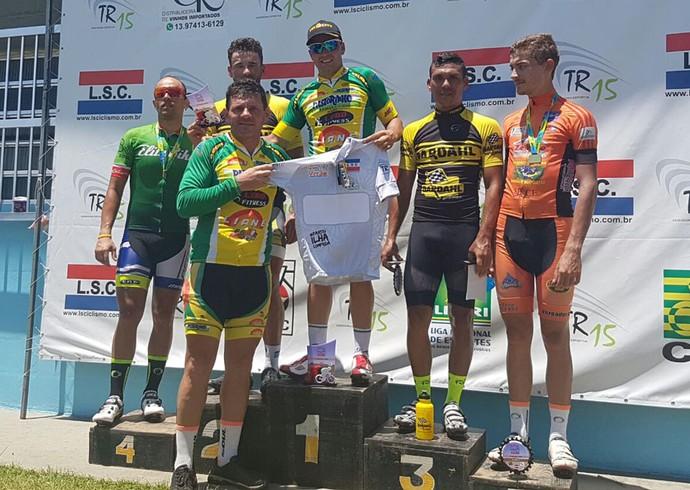 Tiago comemora título do torneio de Verão de Ciclismo (Foto: Tiago Damasceno Lobo / Arquivo Pessoal)