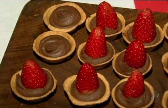 'Prato Fácil' ensina receita com morangos e ganache (Foto: Reprodução EPTV)