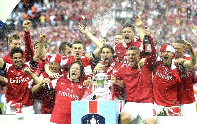comemoração taça do Arsenal na Copa da Inglaterra (Foto: EFE)