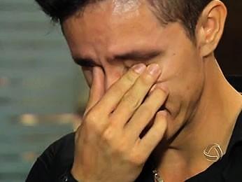 Pai lamenta a morte de criança jogada de ponte (Foto: Reprodução/TVCA)