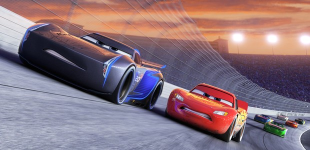 "NEXT-GEN TAKES THE LEAD — Jackson Storm (voice of Armie Hammer), a frontrunner in the next generation of racers, posts speeds that even Lightning McQueen (voice of Owen Wilson) hasn't seen.  ""Cars 3"" is in theaters June 16, 2017. ©2016 Disney•Pixar. All R (Foto: Divulgação)"