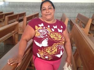 Leila atua há sete anos como voluntária no Santuário Basílica, em Goiás (Foto: Fernanda Borges/G1)