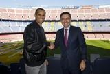 Rivaldo volta ao Camp Nou para encontro com o presidente do Barça