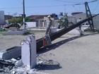 Carreta derruba poste no Salvador Lyra (Luis Vitor/ G1)