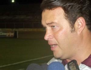 Roberto Fernandes, técnico do América-RN (Foto: Matheus Magalhães/GLOBOESPORTE.COM)
