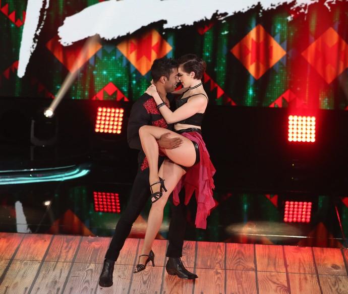 Sophia Abrahão dança sensual no forró (Foto: Carol Caminha/Gshow)