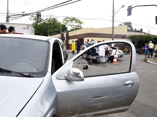 Motociclista morre em acidente em Cuiabá (Foto: Denise Soares/G1)