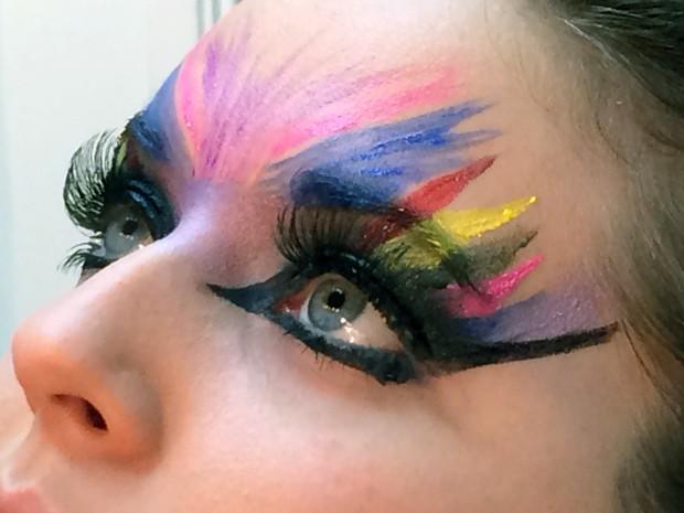 Confira algumas dicas de maquiagem para você arrasar neste carnaval (Foto   Natália de Oliveira 757219367a