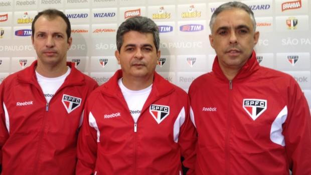 Ney Franco ao lado de Alexandre Lopes e Éder Paixão (Foto: Marcelo Prado / Globoesporte.com)