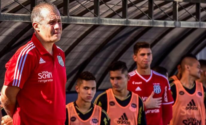 Eduardo Baptista, técnico da Ponte Preta (Foto: Fabio Leoni/ PontePress)