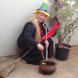 Suely Braz ensina magia por meio da internet (Foto: Divulgação | Tô Indo)