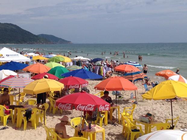 Movimento nas praias também gerou grande fluxo de veículos (Foto: Ed Soul/RBS TV)