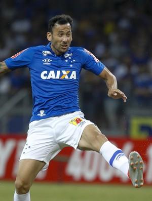 Ariel Cabral, do Cruzeiro, em ação contra o Atlético-PR (Foto: Washington Alves/Light Press/Cruzeiro)