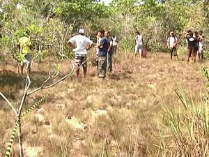 Corpo do casal foi encontrado na trilha que dá acesso à serra  (Foto: Reprodução/TV Tapajós)