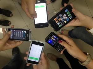 Usuários reclamam da falta de serviço de operadores de celular (Foto: Gabriel Penha/G1)