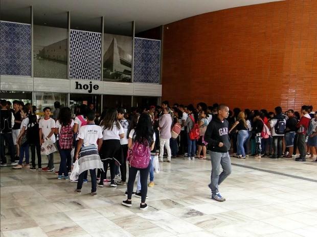 Alunos da rede pública de ensino vão ao Cine Brasília em comemoração do Dia Mundial da Propriedade Intelectual (Foto: Divulgação)