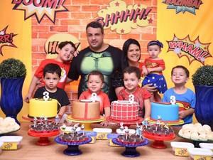 Layane Cedraz com o marido e os seis filhos durante o aniversário de três anos dos quadrigêmeos (Foto: Greyce Coli/Arquivo Pessoal)