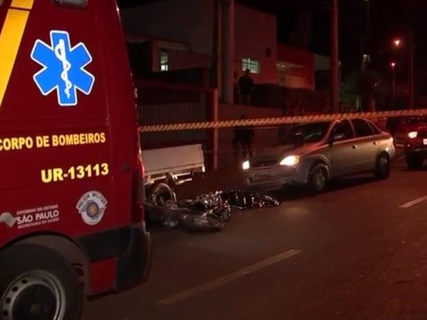 Motociclista morreu na hora em Rio Preto  (Foto: Reprodução / TV TEM)