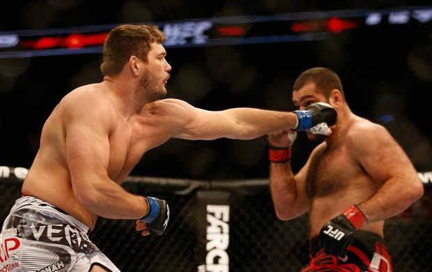UFC Phoenix, Matt Mitrione e Gabriel Napão (Foto: Getty Images)