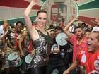 Ana Furtado usa look comportado em noite de samba