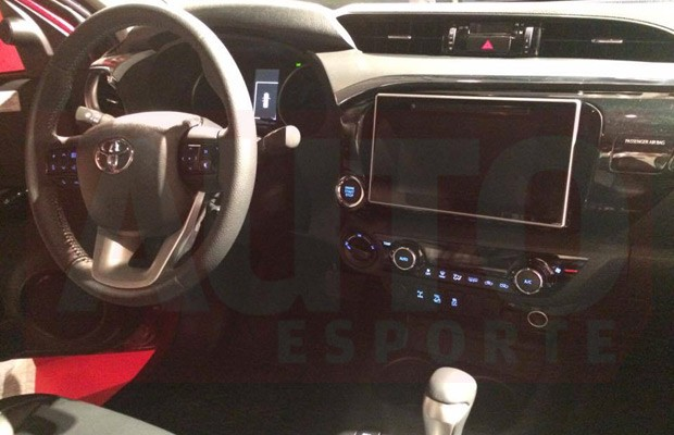 Interior-da-nova-Toyota-Hilux (Foto: Autoesporte)