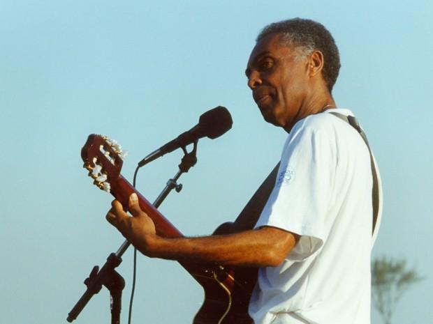 Gilberto Gil cantou ao ar livre em um show especial da trama (Foto: Cedoc / TV Globo)