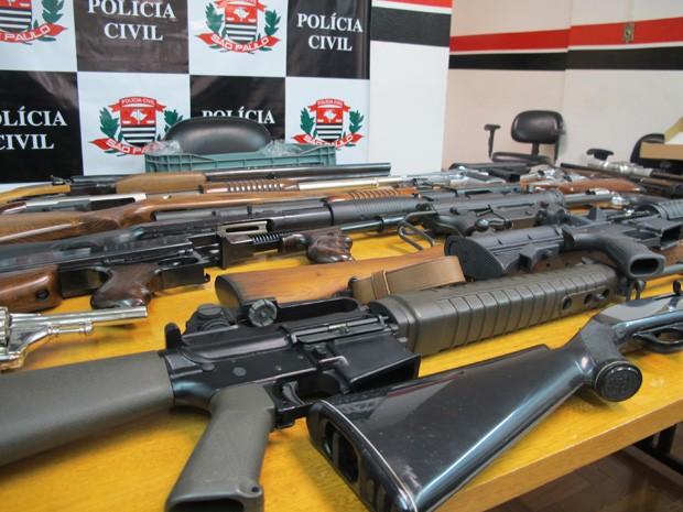Armas do casal Matsunaga apreendidas pela Polícia Civil de São Paulo aguardam decisão da Justiça sobre o destino que terão (Foto: Kleber Tomaz / G1)