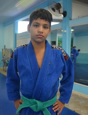Judoca Pedro Henrique de 11 anos é um colecionador de medalhas (Foto: Samira Lima)