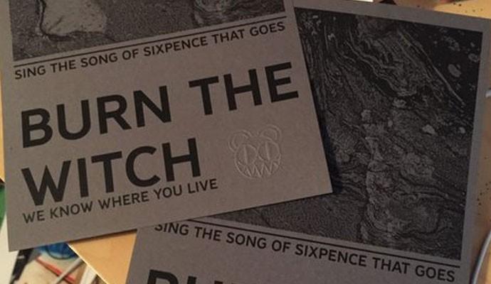 Os planfetos de Burn The Witch que o Radiohead deixou com fãs (Foto: Reprodução)