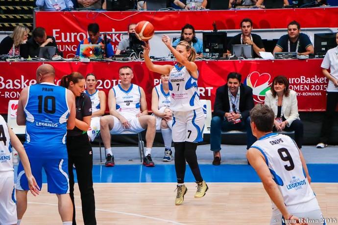 Natasa Kovacevic durante uma partida exibição promovida pela fundação que leva seu nome. (Foto: Arquivo pessoal/Facebook)