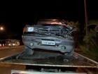Homem é detido após fugir de blitz e bater carro em caminhão na MG-353