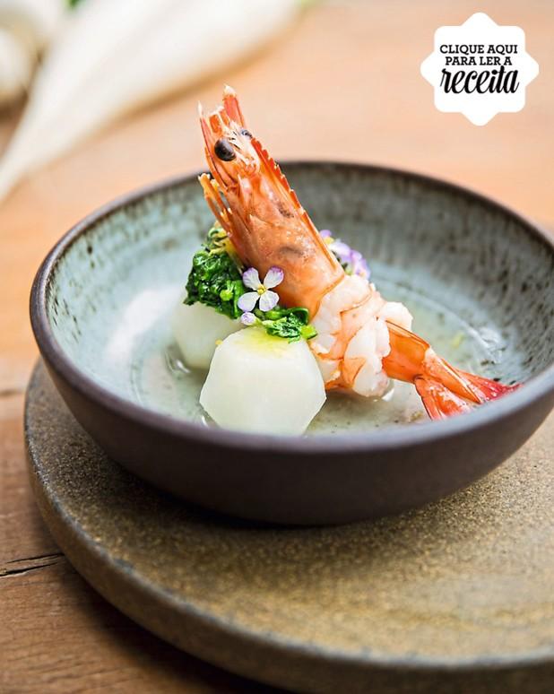 Nabo com caldo dashi e camarões, receita de Telma Shimizu (Foto: Amanda Areias / Editora Globo)