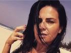Solange Gomes posa de biquíni e faz desabafo: 'Tenho direito a ter celulite'